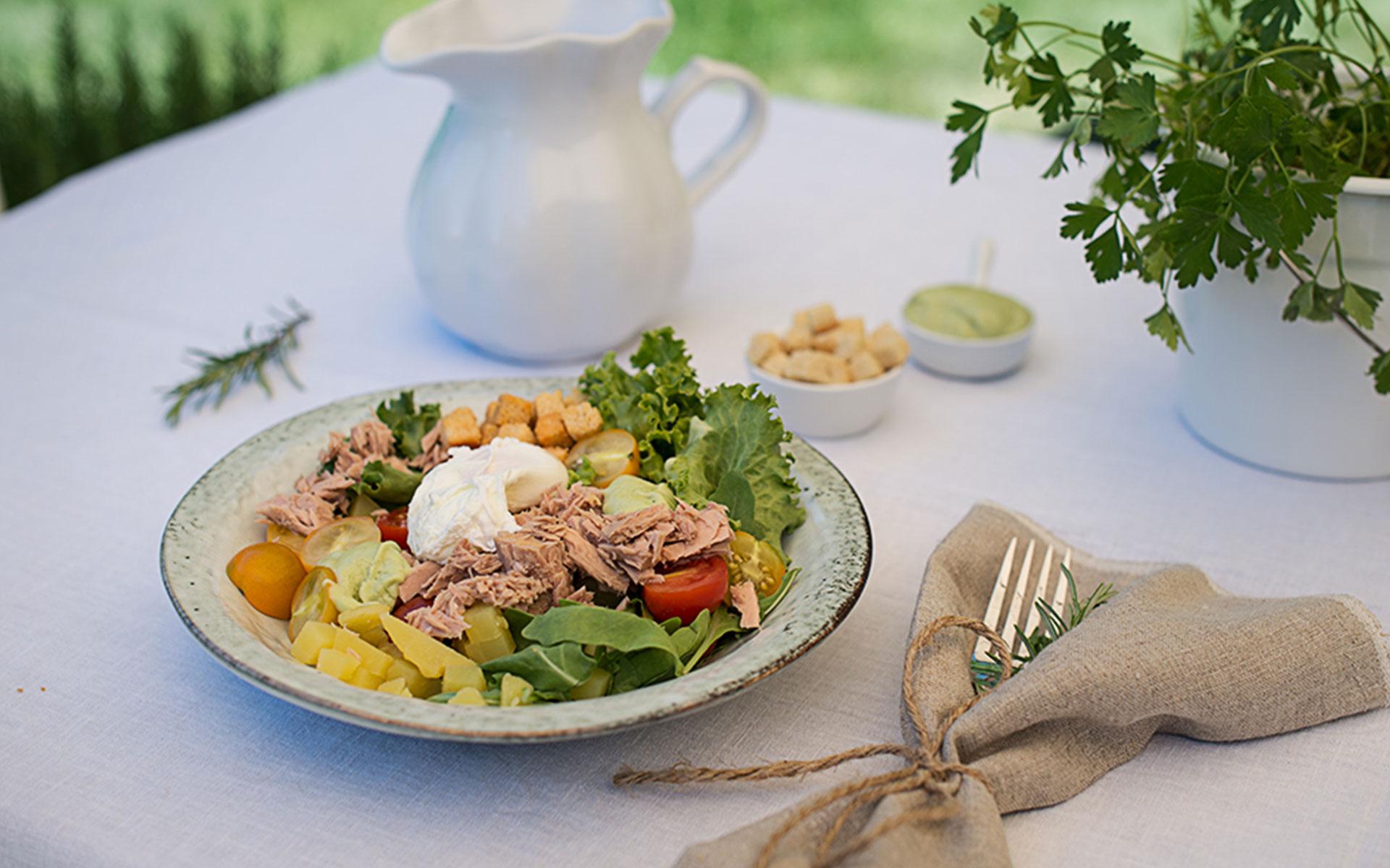 Thunfischsalat und Avocado-Dressing