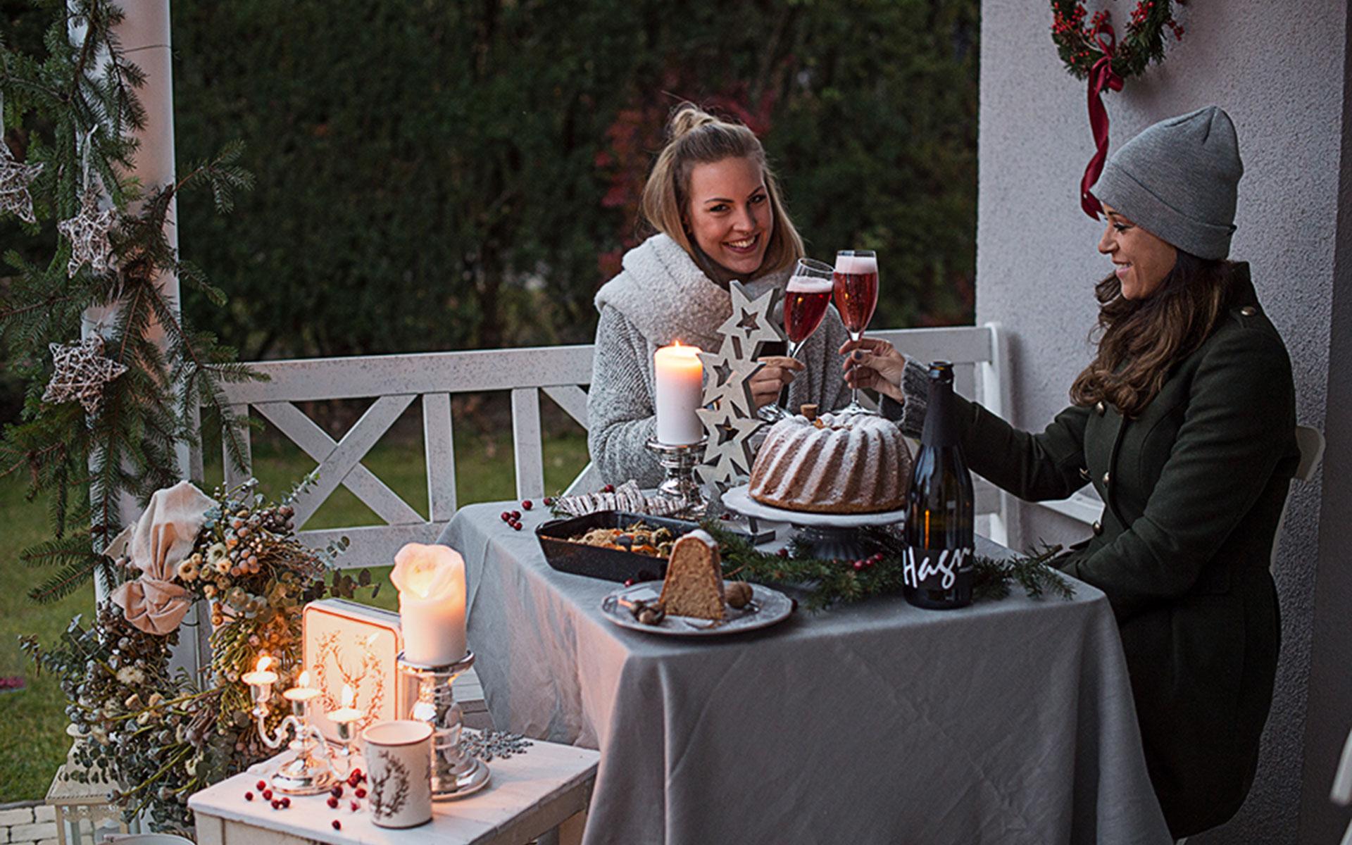 Ein gemütlicher Abend draußen im Advent