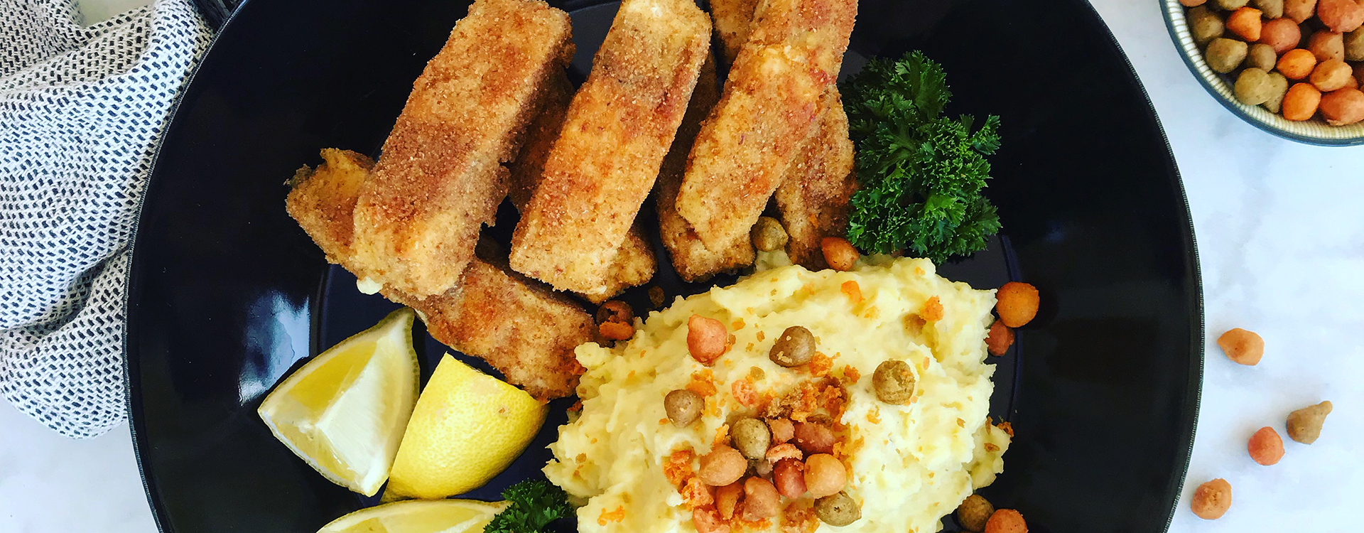 Fish fingers with crunchy potato purée