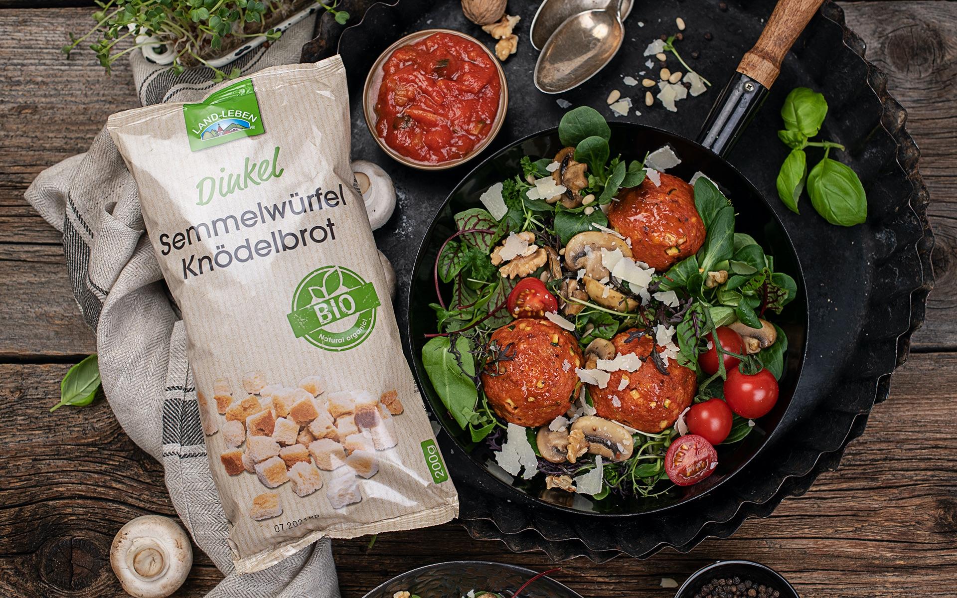 Mediterrane Tomaten Semmelknödel mit Zucchini